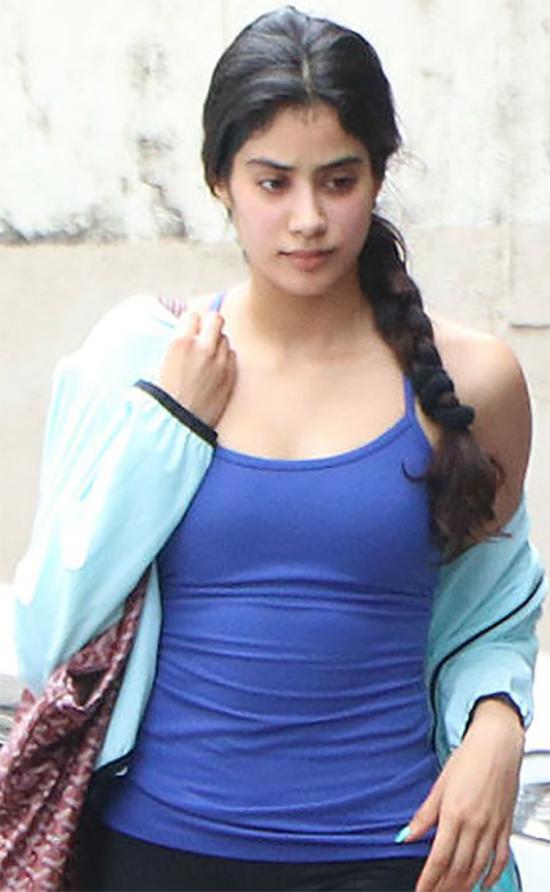 Janhvi Kapoor Fashionable Look
