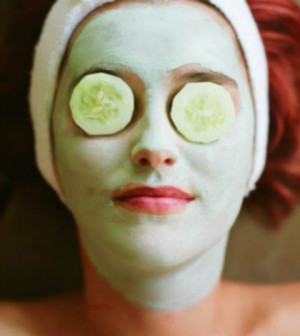 DIY Refreshing And Nourishing Cucumber Honey And Yogurt Mask