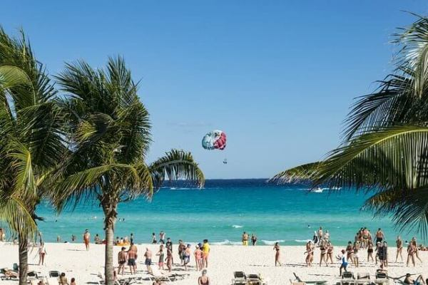 Beach Goers in Mexico - UV exposure can cause hell's itch