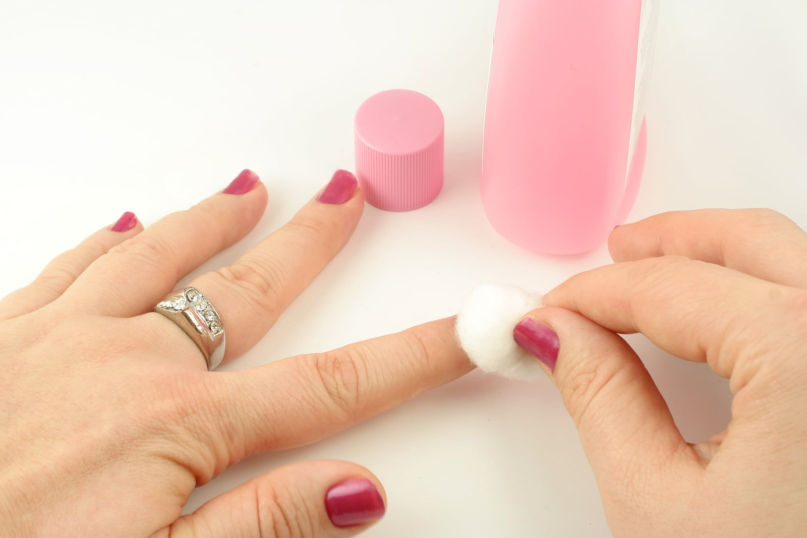 How To Pletely Remove Nailpolish Color From Your Nailsbeauty Junkees