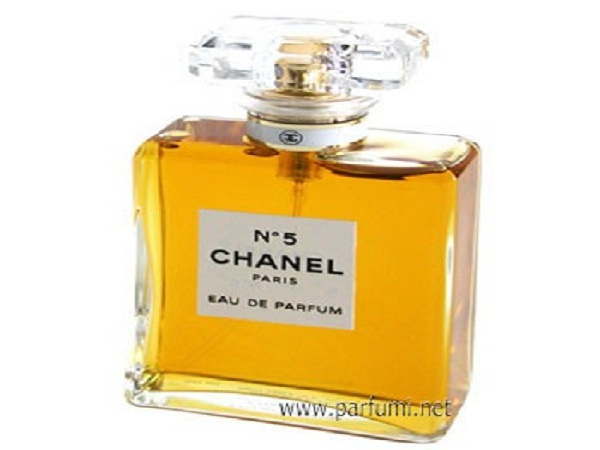Chanel N°5 perfume