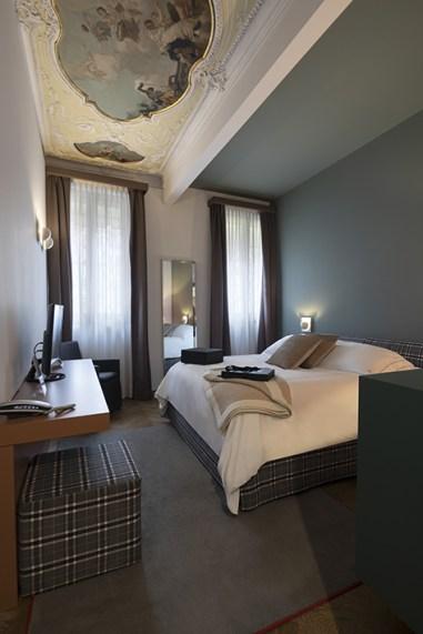 Corte di Gabriela - Stanza Luxury Vista Canale Camera (12)