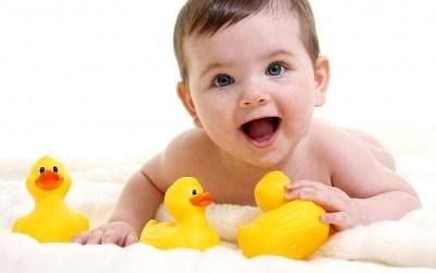 Bébé à 6 mois : Ses soins quotidiens
