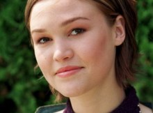 Julia Stiles - Useful Tips to Choose the Best Round Face Makeup
