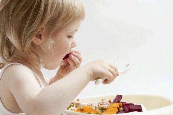 criança de 2 anos e 9 meses alimentação