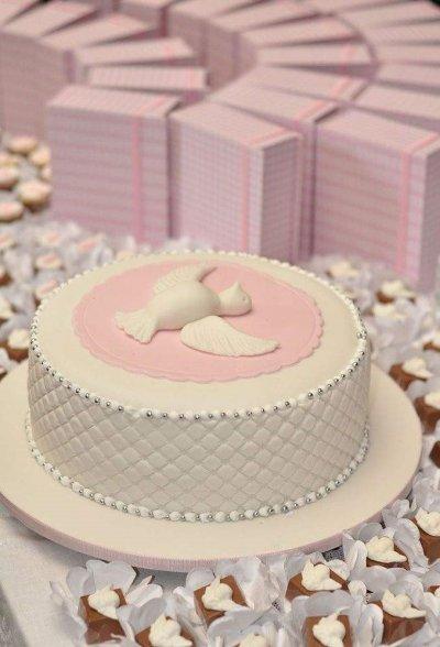 bolo de batizado mais lindo do mundo rosa classico