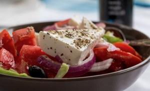 mangiare-insalata greca