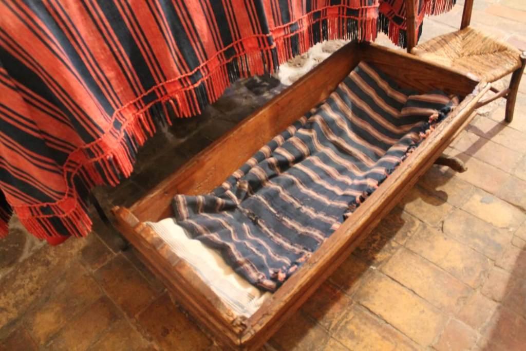 culla nella zona notte della casa di vico solitario a matera
