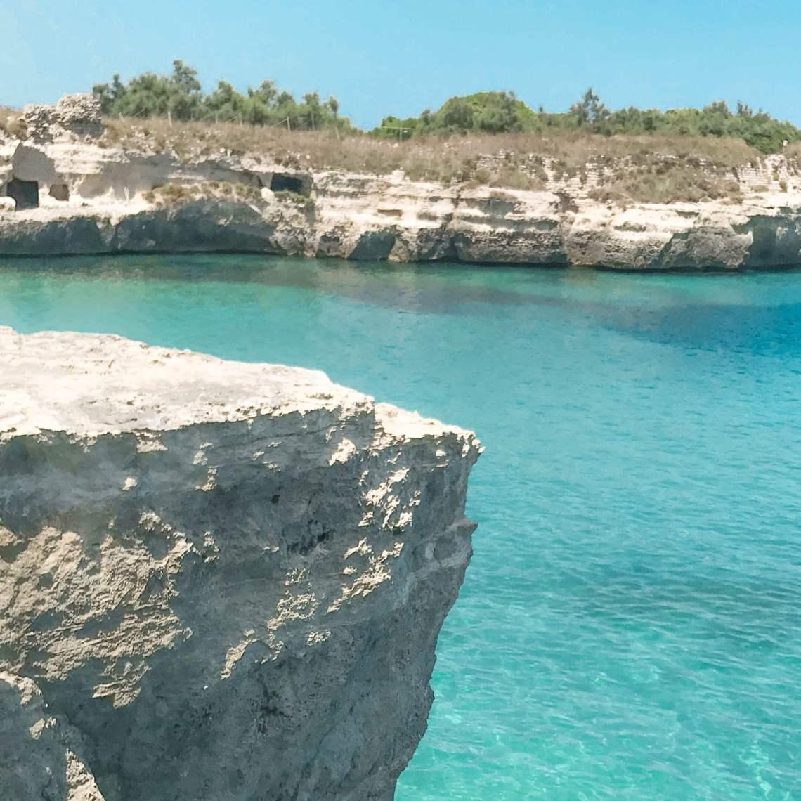 salento-grotta della poesia-mare cristallino e scogliera