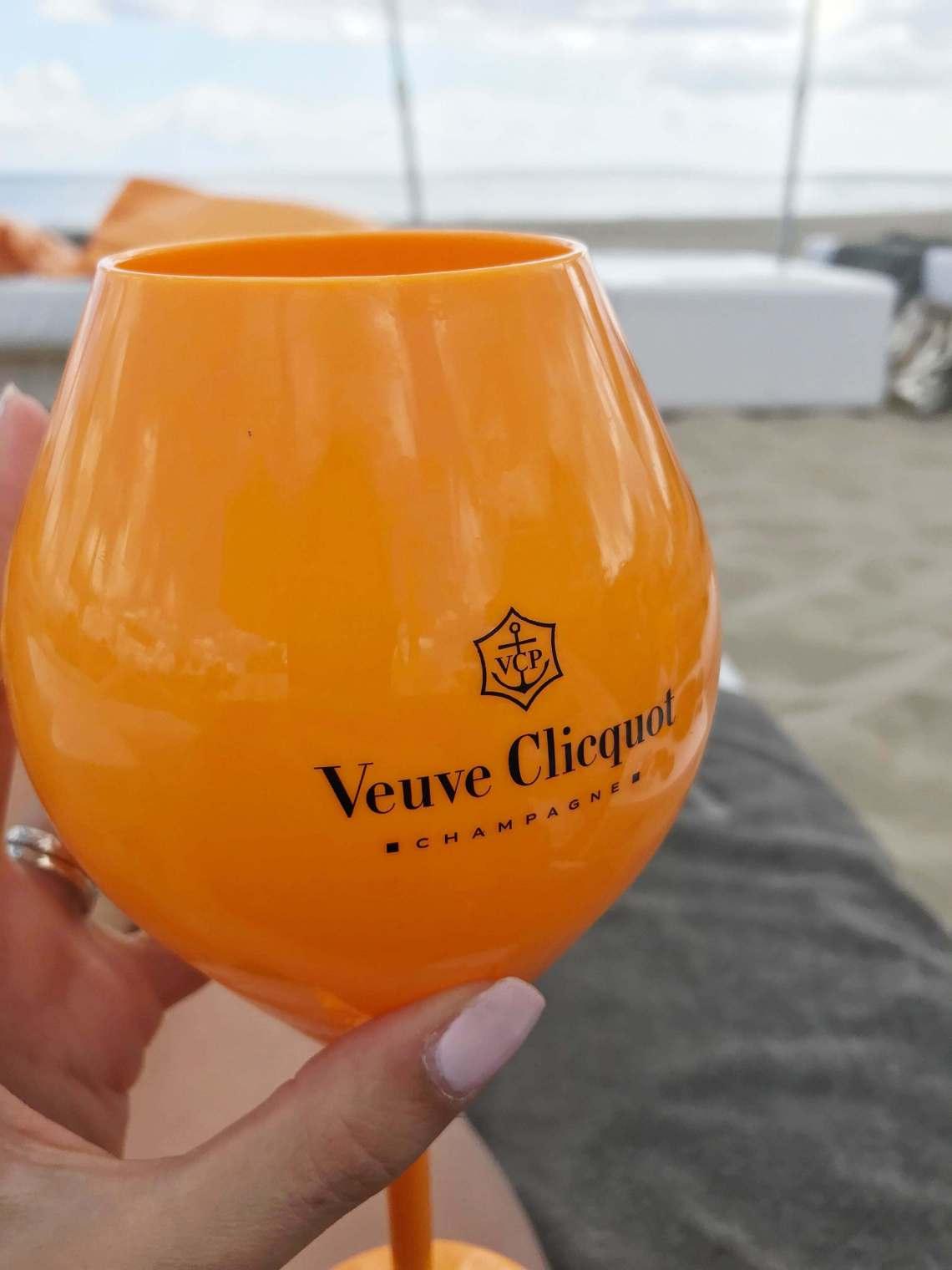 ushuaia-hotel-spiaggia2-min
