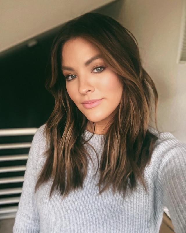 beach wave hair tutorial for short hair - becca tilley