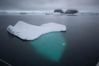Größter Teil unter Wasser: Eisberg
