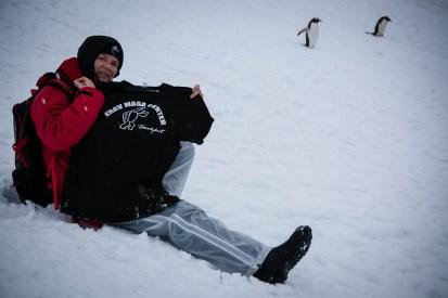 Krav Maga Frankfurt-T-Shirt im Antarktis-Eis