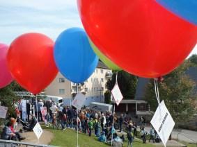 Große Ballons mit den Kinderrechten