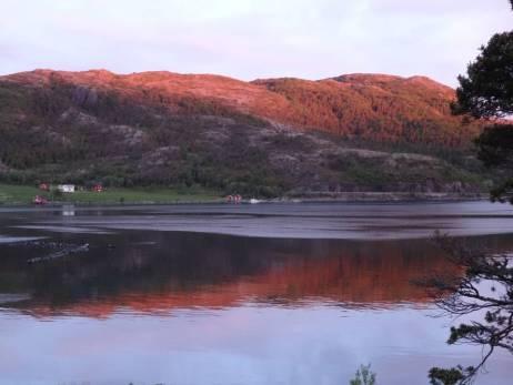 Sonnenaufgang im Fjord