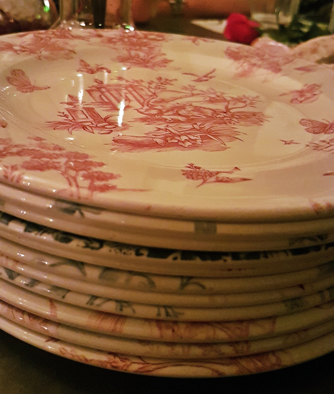 Kitschy plates - Gin Masterclass at the Botanist Leeds, review by BeckyBecky Blogs