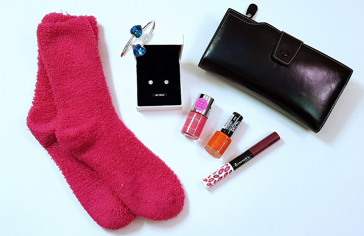 Bed socks, purse, jewellery, nail polish, lipgloss - Christmas Presents Round Up by BeckyBecky Blogs