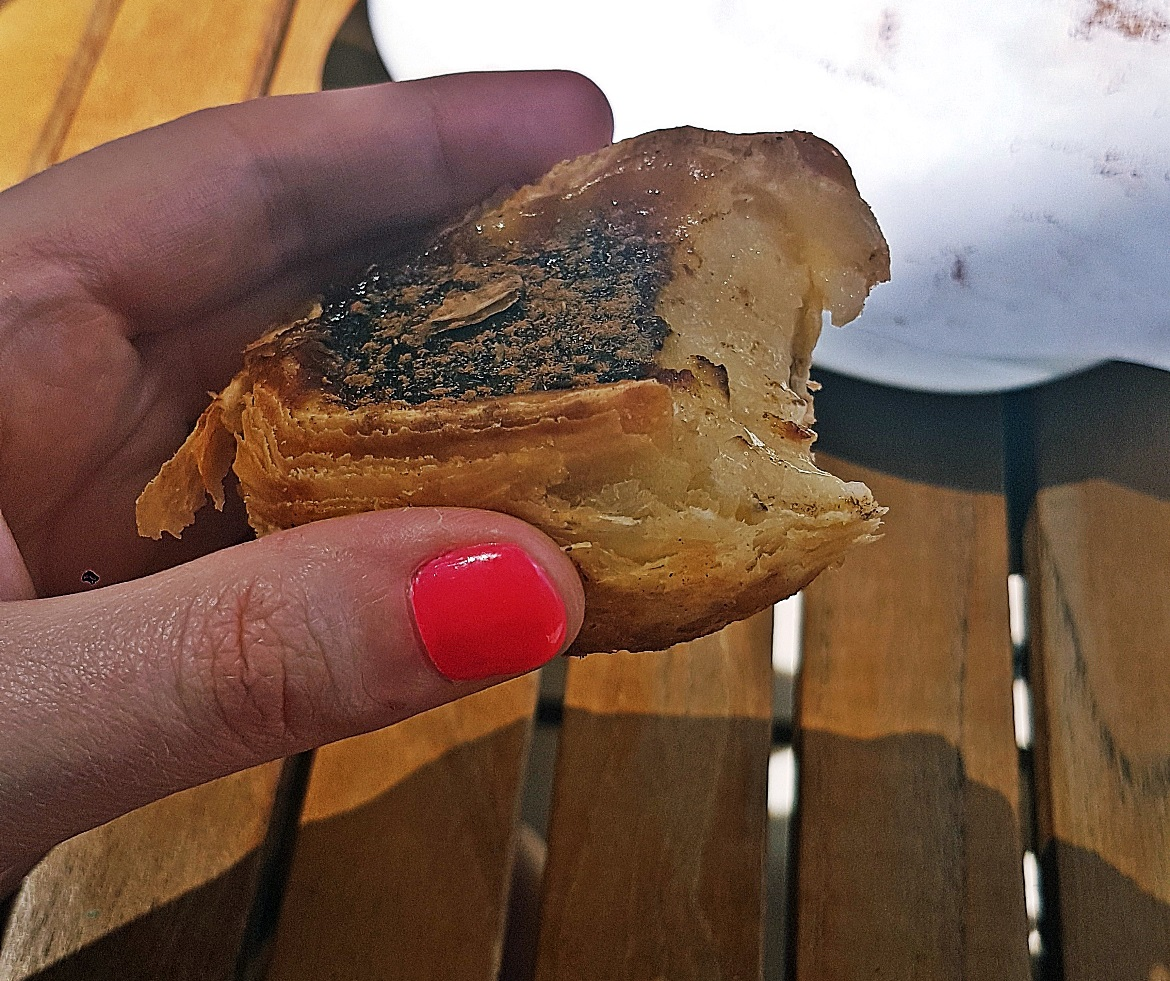 Freshly baked pastel de nata with cinnamon - Food and Drink in Lisbon, review by BeckyBecky Blogs