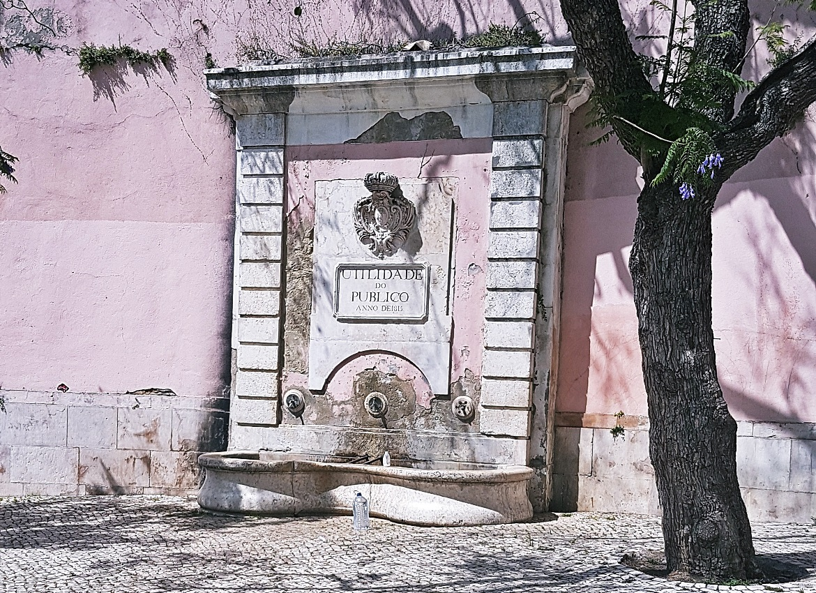 Water fountain - Tips for visiting Lisbon by BeckyBecky Blogs