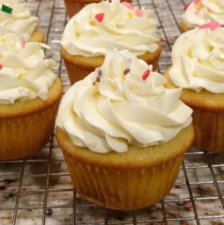 perfect-vanilla-cupcake