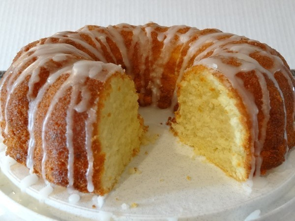 Super Lemon Bundt Cake