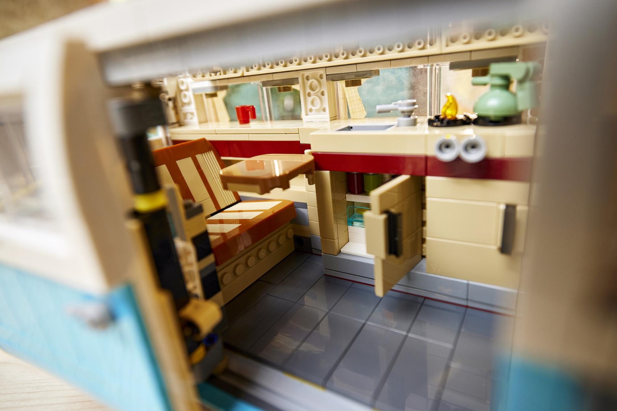 Lego T2 Campervan BeCombi 15