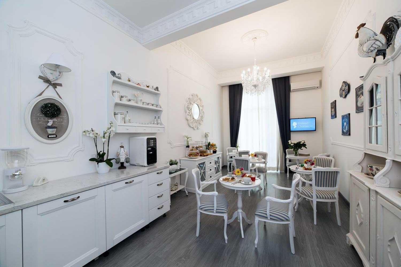 Palazzo Chiatamone, Bed and Breakfast di lusso a Napoli: sala comune (colazione)