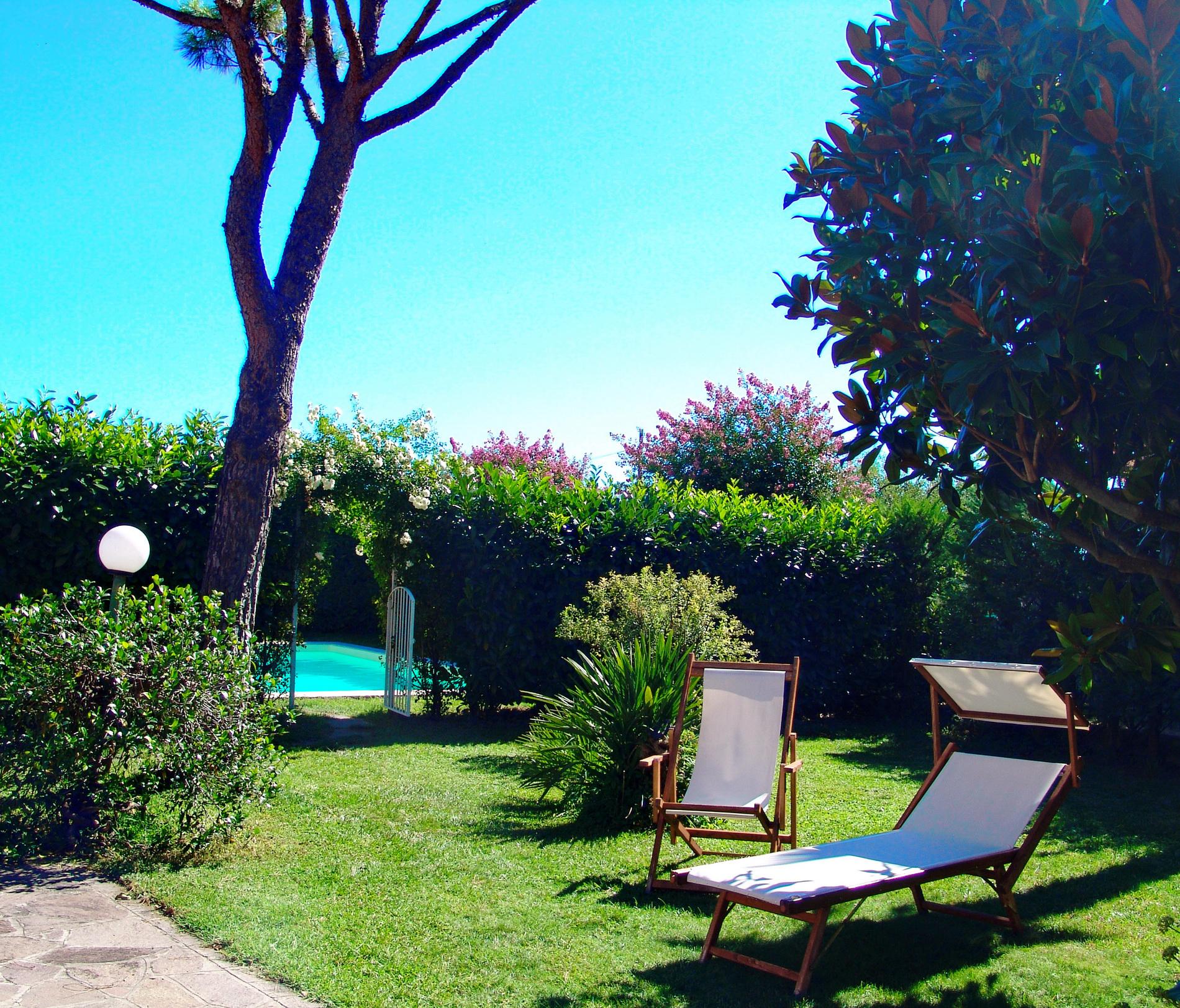 il giardino e piscina ala B&B il Casale