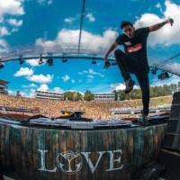 Ninni Angemi sul palco del Tomorrowland