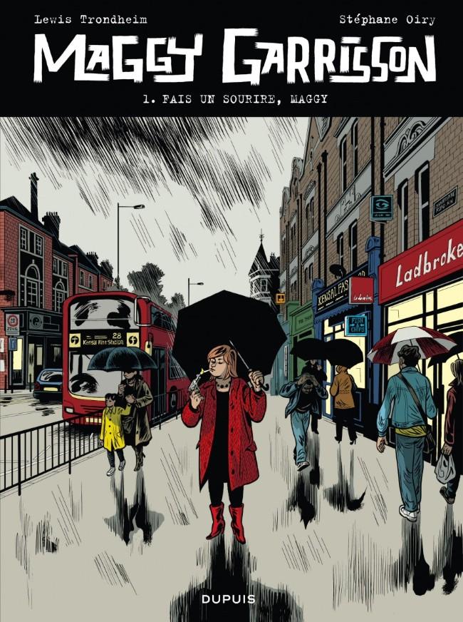 femme vêtue de rouge et d'un parapluie dans londres