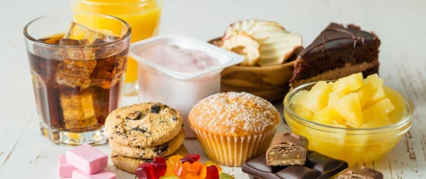 Le fait de ne plus avoir à porter de main chez soi des aliments industriels comme des bonbons, gâteaux... va anéantir vos chances de craquer. De plus, si vous adoptez le bon horaire pour aller faire les courses, cette astuce est très simple à mettre en place.