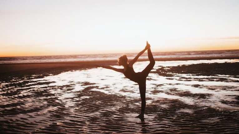Les étirements sont liés à l'art du yoga et comme vous le savez probablement, le yoga fait parti des disciplines les plus efficaces pour ce qui est de réduire le stress avec la méditation. Les étirements vont donc vous permettre de vous détendre ce qui sera un réel soulagement si vous êtes constamment sous pression.
