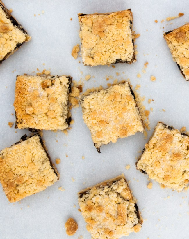 MincemeatCrumbleSquare_AboveScattered