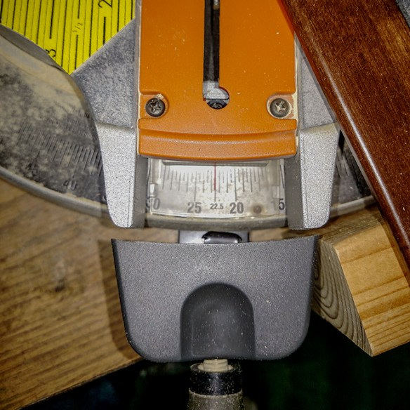 Miter scale indicator for 22.6 (or 67.4) degree cut.