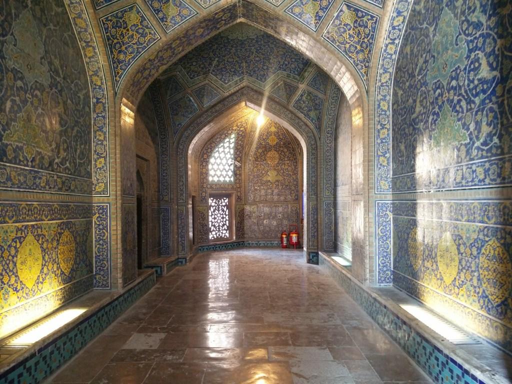 sheikh lotfallah mosque isfahan inside