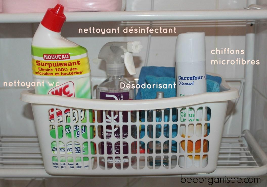pour nettoyer facilement dans lasalle de bains et les wc, j'ai également deux petits bacs individuels.Je me suis rendue compte qu'avoir tout sous la main pour nettoyer ces piècesétait un vrai gain de temps.