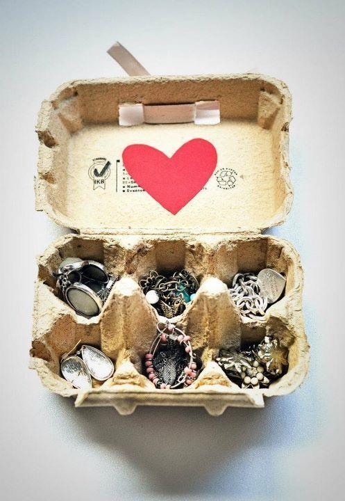 bijoux dans boite d'oeufs