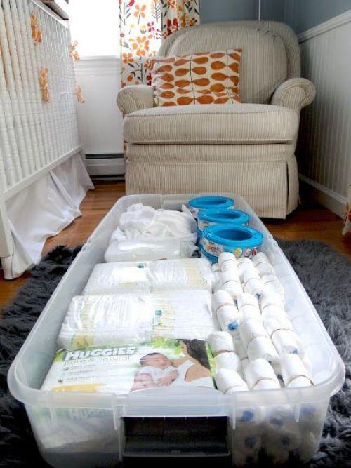rangement sous le lit de bébé