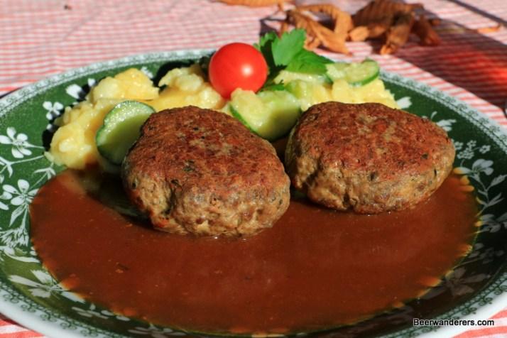 meat patties in gravy