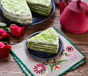 green matcha cake slice