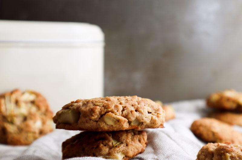 Simple Apple Cinnamon Oatmeal Cookies