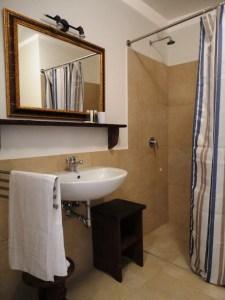 Apartment A Bathroom Palazzo San Giovanni BeeYond Travel