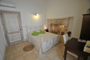 Deluxe Room w Fireplace Palazzo San Giovanni BeeYond Travel