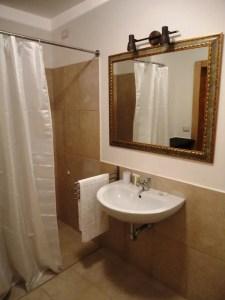 Junior Suite Bathroom 2 Palazzo San Giovanni BeeYond Travel
