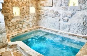 Indoor Jacuzzi Luxury Apartment