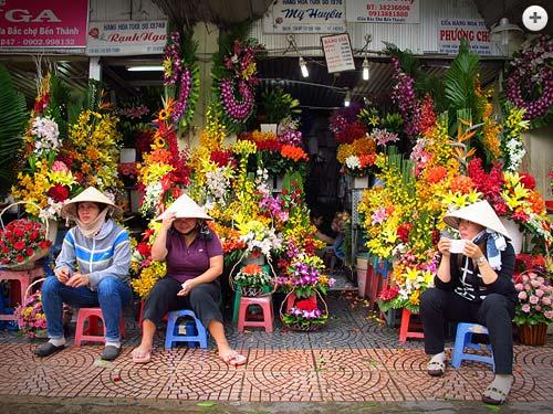 Vietnam flower ladies