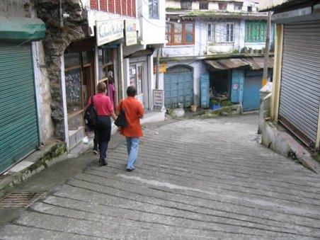 Deirdré and Sharon in Landour bazaar
