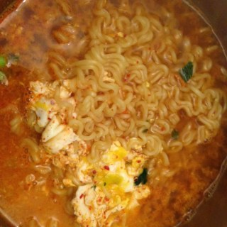 The kids on 아빠! 어디가? make me (a non ramen fan) crave ramen!