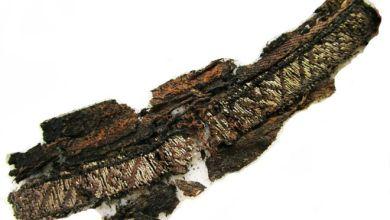 """صورة العثور على كلمة """"الله"""" مطرزة على ملابس جنائزية من عصر الفايكنغ"""