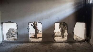 """صورة السويد : ثلاثة مواطنين سويديين بين الأسرى المتهمين بالانتماء لداعش في شمال سوريا """"روجافا"""""""